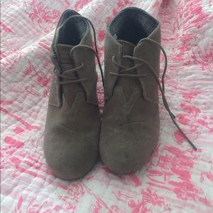 Toms Women's size 12 suede wedge booties